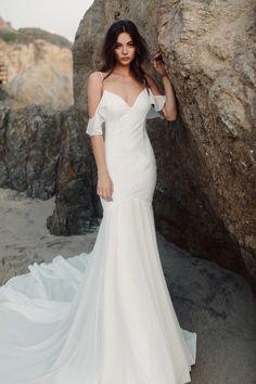 Tulum Chantilly || Shot by Christina Morgan || HMU by Melina Ruiz #katiemay #therestoration #backless #modernbride #sexybride #bridetobe #backlessweddingdress #backlessweddinggown #bride #katiemaygiveaway