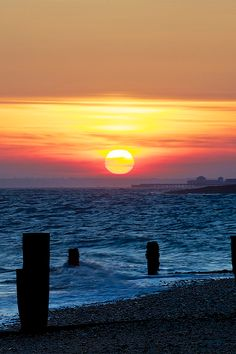 Sunset over the groynes - Hayling Island (by Keith Burton) Cool Pictures, Beautiful Pictures, Beautiful Sunrise, Adventure Awaits, Places To See, Beautiful Places, Surfing, Scenery, Around The Worlds