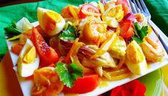 Surinaams eten – Garnalensalade met gemengde ijsbergsla, hardgekookte eieren en een milde Madam Jeanette dressing