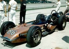 """1963 – Bob Veith's (#86) """"Sheraton/Thompson Special"""" - Porter/ Offenhauser Roadster – Qualified: 24th, Speed (148.289 mph) Finished: 26th, Dropped a Valve, Lap 74"""