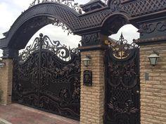 Iron Main Gate Design, House Main Gates Design, Front Gate Design, Door Gate Design, Front Gates, Entrance Gates, Modern Steel Gate Design, Metal Gates, Villa