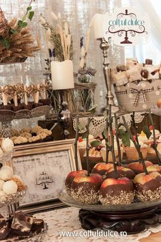rustic vintage Candy Bar / Coltul Dulce / Dessert Table / Sweet Corner / Wedding cupcakes www.coltuldulce.ro