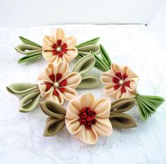 I wanted to make these flowers for sooo long and I made some then I didnt know how to combine them this is my first trial
