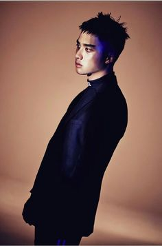 This is D.O. from EXO in their new mv Monster but his hair reminds me of a bird's with ruffled feathers. (・・;
