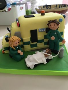 Ambulance cake with casualty Birthday Cakes For Women, Cakes For Men, Ambulance Cake, Medical Cake, Doctor Cake, Fondant Toppers, Dream Cake, Food Themes, Fancy Cakes
