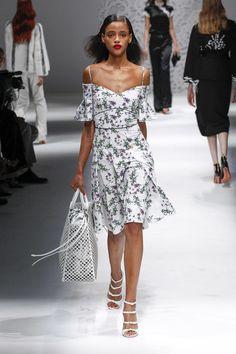 https://www.vogue.com/fashion-shows/spring-2018-ready-to-wear/blumarine/slideshow/collection