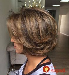 If you can't decide between long hair and short hairstyle, those Super Haircuts for Short Hair will definitely solve your dilemma! Short hairstyle is every. Short Hairstyles For Thick Hair, Mom Hairstyles, Haircut For Thick Hair, Short Hair With Layers, Wavy Hair, Pretty Hairstyles, Short Hair Styles, Hairstyle Ideas, Medium Short Haircuts