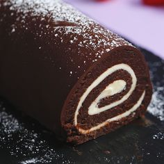 Happy accidents are even better when they involve cake. Chocolate Cake Roll, Chocolate Swiss Roll, Baking Chocolate, Chocolate Treats, Easy Desserts, Delicious Desserts, Dessert Recipes, Elegant Desserts, Nintendo Cake