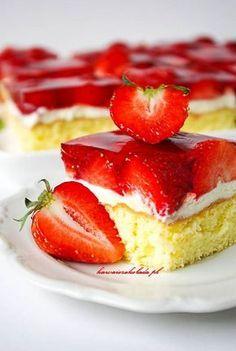 biszkopt z truskawkami (58) Baking Recipes, Cake Recipes, Dessert Recipes, Desserts, Cinnamon Roll Pancakes, Vegan Junk Food, Vegan Smoothies, Vegan Kitchen, Polish Recipes