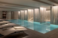 A great addition to London Luxury Hotels Scene. The Four Seasons London 10 Trinity is now open. And my, what a gorgeous Pool & Wellness area it features. Pic by Spa Interior Design, Bathroom Design Luxury, Spa Design, Pool Spa, Hotel Pool, Piscina Spa, Spa London, Luxury Spa, Luxury Hotels