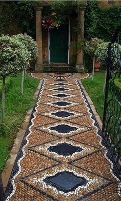 mosaique decorative galets-allée-jardin-déco-galets