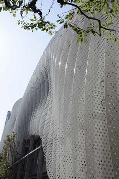New screen architecture kengo kuma ideas Parametric Architecture, Parametric Design, Japanese Architecture, Facade Architecture, Amazing Architecture, Landscape Architecture, Architecture Diagrams, Architecture Portfolio, Facade Design