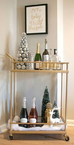 28 Winter Holiday Bar Cart for Christmas 2017 https://www.onechitecture.com/2017/10/22/28-winter-holiday-bar-cart-christmas-2017/