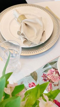 Food Table Decorations, Decoration Table, Dining Room Table Decor, Deco Table, Dining Table Placemats, Comment Dresser Une Table, Breakfast Table Decor, Dining Etiquette, Table Set Up