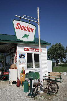 Route 66 - Sinclair Station, Paris Springs, Missouri.