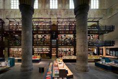 Selexyz Bookstore, Maastricht (Olanda), ricavata da un'antica chiesa.