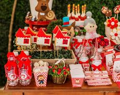 Encontrando Ideias: Festa Chapeuzinho Vermelho!!! Baby Girl 1st Birthday, 3rd Birthday, Happy Birthday, Red Riding Hood Party, Little Red Ridding Hood, Red Party, Red Hood, Girl Cakes, First Birthdays