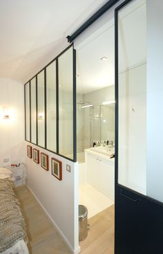 Bathroom Studio Archi canopy workshop sliding door tub concrete Bring light into a dar Loft Spaces, Small Spaces, Interior Windows, Bad Inspiration, Bedroom Layouts, Home Bedroom, Master Suite Bedroom, Living Room Decor, Sweet Home