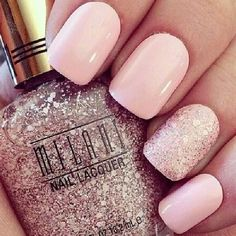 Pretty pale pink nails with a glitter feature nail weddingnails pink Pale Pink Nails, Pink Glitter Nails, Light Pink Nails, Neutral Nails, Pink Manicure, Gold Glitter, Pink Nail Designs, Pretty Nail Designs, Nails Design