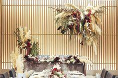 パンパスグラスの次はこれ!スモークツリー装花でとびきりオシャレな結婚式を / ブーケ まとめ記事 装花 装飾アイテム 高砂 / WEDDING | ARCH DAYS Space Wedding, Wedding Table, Flower Installation, Industrial Wedding, Creative Decor, Wedding Images, Dried Flowers, Green And Gold, Decor Crafts