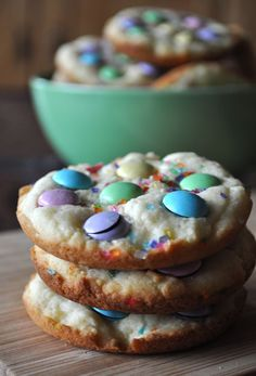 This is what results when you let your five year old take the lead when making Easter Cookies. Sugar Cookies with M candies and rainbow sprinkles. A kids dream and I if I do say so myself, pretty darn good! Making cookies in muffin top pans is nothing new. You can thank Jenny from Picky Palate