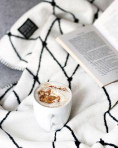 Happy international coffee day  Auf dem Blog ist schon ein bisschen länger ein Post mit und über Pumpkin Latte zu finden. Und auch wenn zwischendurch wieder Sommer war wenn ich nun aus dem Fenster schaue ist definitiv wieder Zeit für Kürbiskaffee. Meiner schmeckt übrigens nicht wie bei der liebsten to go Kette sondern nach Zimt Vanille braunem Zucker und eben Kürbis - einer lieben Spende Butternut Breit aus Leonards Breivorrat.  ______________________________________  #coffee…