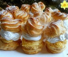 Klasszikus túrógombóc Recept képpel - Mindmegette.hu - Receptek Hungarian Desserts, Hungarian Recipes, Sweet Cakes, Cookie Recipes, Bakery, Sweet Treats, Food And Drink, Cheese, Cookies