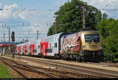 ÖBB Austrian State Railways 1116 250 at Korneuburg, Austria by Gerhard. Electric Locomotive, Diesel Locomotive, Third Rail, Rail Transport, Electric Train, Train Tracks, Train Station, Taurus, Railroad Tracks