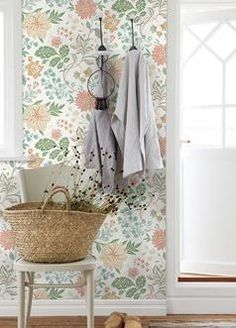 When you think of Scandinavian interior design, you often only think of white walls, minimalist decor and Ikea. Scandinavian Wallpaper, Scandinavian Interior Design, Bathroom Wallpaper, Home Wallpaper, Vibeke Design, White Fireplace, Entry Tables, Minimalist Decor, Decoration