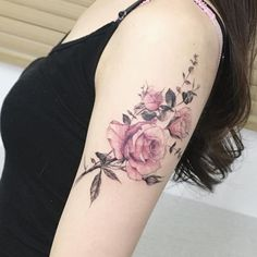 55 Best Rose Tattoos Designs – Best tattoos for women tattoos can go through a lot of passages, such as your religious and spiritual devotion and your pledge of love. Outside … tattoos Rosen Tattoo Frau, Rosen Tattoos, Neue Tattoos, Body Art Tattoos, Tatoos, Bicep Tattoos, Pretty Tattoos, Beautiful Tattoos, Piercing Tattoo