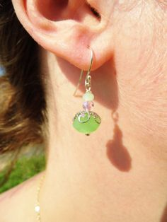 Ørering med grøn krystal - se mere hos www.annweidesign.com Earing with green crystal - contact me at annette@annweidesign.com for purchase