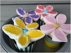 Adorable flower toppers!