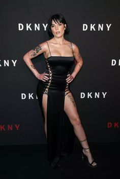 Sexy Older Women, Sexy Women, Halsey Singer, Kiss Beauty, Beautiful Actresses, Beautiful Celebrities, Sexy Hot Girls, Sexy Body, Sexy Legs