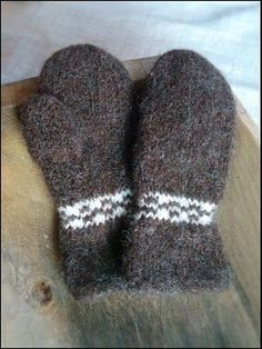 Tova sjøvotter Knitting For Kids, Easy Knitting, Knitting For Beginners, Fingerless Gloves Knitted, Knit Mittens, Knitted Hats, Knitting Paterns, Knitting Projects, Mittens Pattern