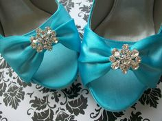 Tiffany blue...ughhh why couldnt i have been on this a few months ago...cassi wanted these!!