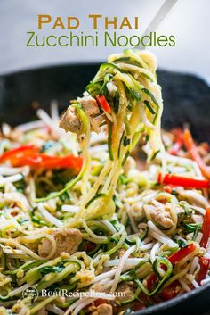 Easy pad thai recipe with zucchini noodles and chicken. This quick and healthy zucchini noodle pad thai recipe is amazing! Zucchini Noodles Recipe Garlic, Zucchini Noodle Recipes, Chicken Zucchini, Zoodle Recipes, Healthy Zucchini, Garlic Recipes, Chicken Recipes, Recipe Zucchini, Raw Chicken