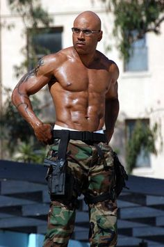 In a perfect world all men would look like this. #LLCOOLJ #fit #strong #muscles #BeautifulBlackMan #Yummy #Chocolate