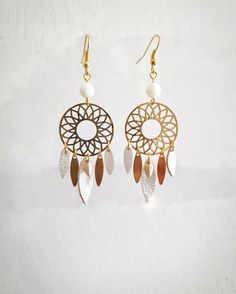 Boucles d'oreilles attrapes rêves dorées blanches cuir bijoux collection attrapes rêves