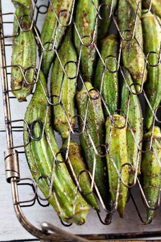 Spicy Grilled Okra: Fresh grilled okra is one of the best and easiest summer recipes! Perfect to grill in a fish basket or on skewers. Plus all the tips you need on how to cook okra without the slime. Vegetarian Barbecue, Barbecue Recipes, Vegetarian Cooking, Grilling Recipes, Vegan Grilling, Cooking Recipes, Italian Cooking, Bbq, Easy Summer Meals