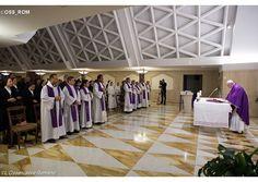 O dejarnos amar por Dios o elegimos el camino de la hipocresía, el Papa en Santa Marta, 12-3-2015
