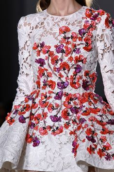 hot or hmm amal alamuddin post-wedding giambattista valli spring 2015 couture floral and lace dress detail