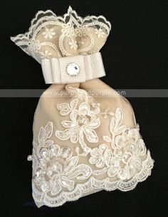 Kına Kesesi Wedding Bag, Wedding Favor Bags, Diy Embroidery Crafts, Diy Tea Bags, Baby Shower Deco, Sachet Bags, Lace Bag, Persian Wedding, Scented Sachets