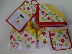 Kit cozinha:  1 bate mão com aplicação tecido  1 pegador de assadeira e tecido e manta termica  1 cobre alimento 70x70 com pingentes fruta e pedras  2 panos de pratos com aplicação