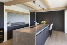Woning VV   AP/ART Architecten Open Plan Kitchen Living Room, Kitchen Room Design, Kitchen Interior, Kitchen Decor, Concrete Kitchen, Kitchen Worktop, Apartment Kitchen, Beautiful Kitchens, Bars For Home