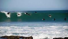 Op Jeffreysbaai kan 'n mens jou maklik verbeel jy's in Hawaii, want hier wemel dit van branderplanke, bikini's en surfers – en as jy mooi soek, ook 'n paar lekker kampplekke .
