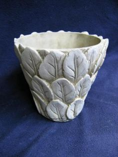 round leaf pot/ alzo a good idea for a roof on hobbit or fairy house