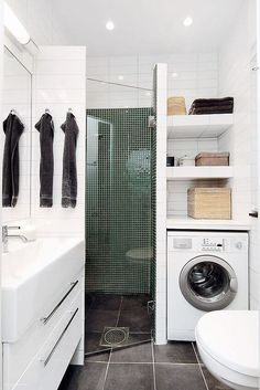 Petite Salle de Bain : 44 PHOTOS (Idées & Inspirations) Corner shower with vanity on one side & washer/dryer/linen closet on other side. Laundry Bathroom Combo, Small Laundry Rooms, Downstairs Bathroom, Bathroom Layout, Bathroom Interior, Bathroom Closet, Paint Bathroom, Laundry Area, Bathroom Remodeling