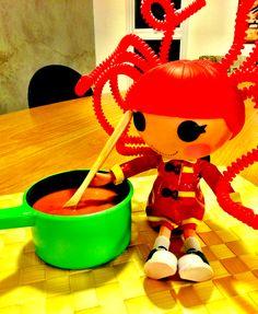 Contamos com uma ajudinha especial no preparo desta sopa de tomate com raspas de laranja!!!