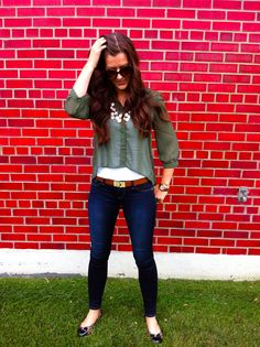 Olive Chiffon & Leopard    http://chicstreetstyle.me/2012/08/15/olive-hued-chiffon-leopard-details/