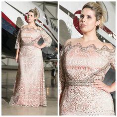 Meninas olhem esse vestido que deslumbrante, estou apaixonada, ele é em Guipir Francês w/ Bordado Handmade   ♡ Disponível TAM. 50   ••》Whatsapp 43 9148-2241  ☎  43 3254-5125.    Rua Rio Grande do Norte, 19 Centro - Cambé-Pr  #dresslovers #dressparty #vestidodefesta #vestidodossonhos #guipir #guipirfrancês #bordado #handmade #rvasconcellus #r.vasconcellus #deslumbrante #casamento #formatura #15anos #lovely #carolcamilamodas